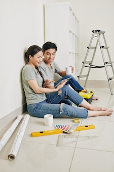 Pause café dans un nouvel appartement