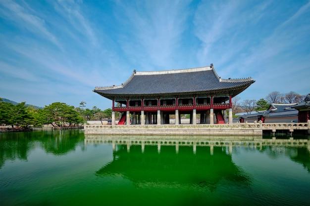Pavillon gyeonghoeru royal banquet hall dans le palais gyeongbokgung, séoul
