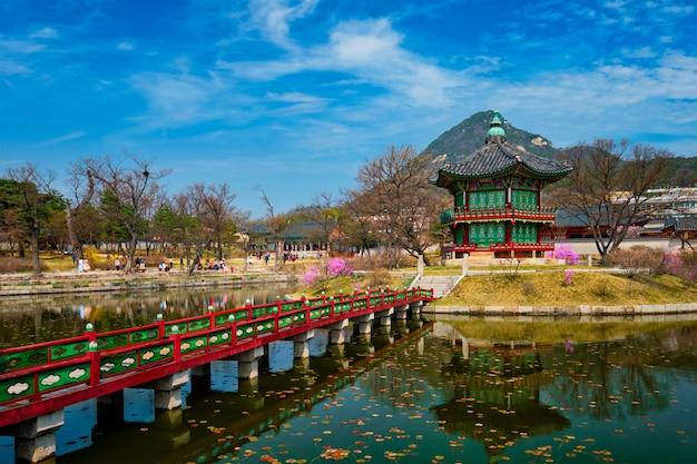 Pavillon hyangwonjeong, palais gyeongbokgung, séoul, corée du sud