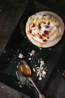 Pavlova dessert au caramel