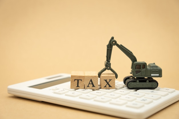 Payez le revenu annuel (tax) de l'année sur la calculatrice. en utilisant comme fond des affaires