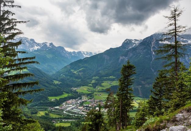 Pays Alpin D'été Vue Couvert (werfen, Autriche) Photo Premium