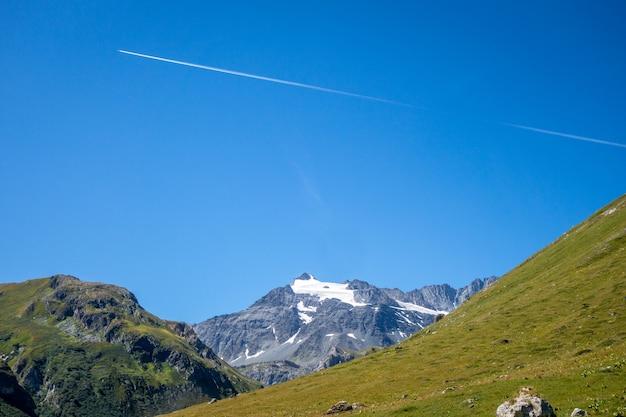 Paysage alpin de glaciers et de montagnes à pralognan la vanoise. alpes françaises.