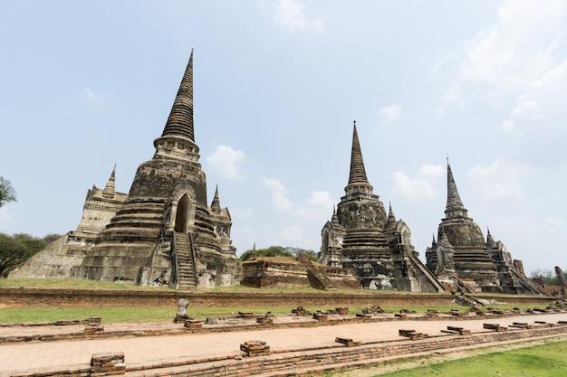 Paysage d'anciens temples en thaïlande