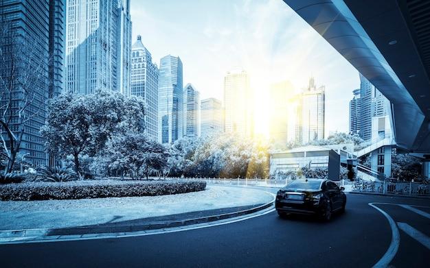 Paysage architectural et rue urbaine de l'immeuble de bureaux lujiazui à shanghai