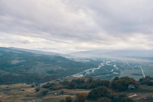 Paysage d'automne dans les montagnes