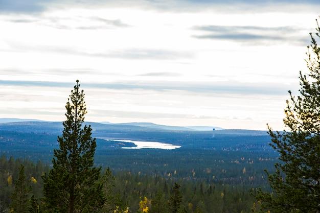 Paysage d'automne dans le parc national yllas pallastunturi, laponie, finlande