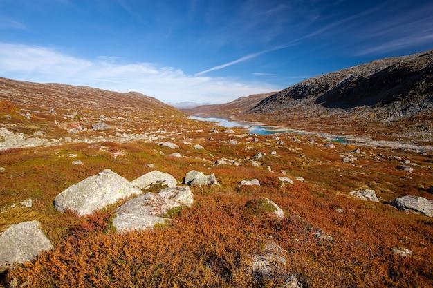 Paysage d'automne ensoleillé norvège gamle strynefjellsvegen