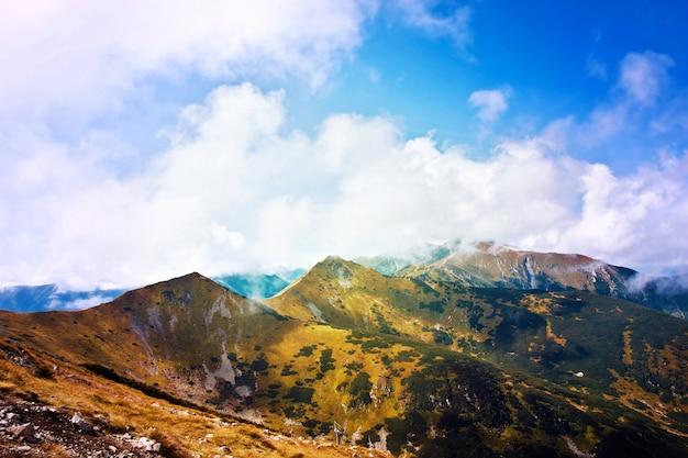 Paysage d'automne en montagne.
