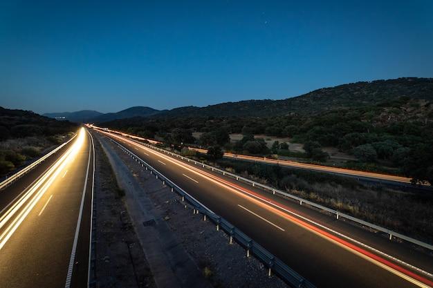 Paysage avec autoroute