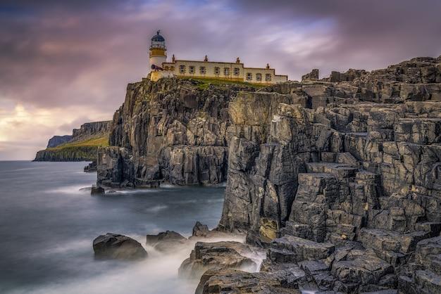 Paysage de bord de mer avec un phare