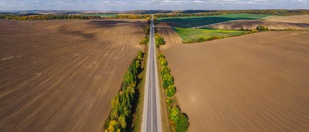 Paysage de campagne aérienne automne paysage ukrainien avec nuages un