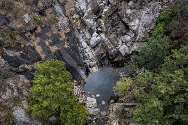 Paysage à la cascade calderon près de piornal estrémadure espagne