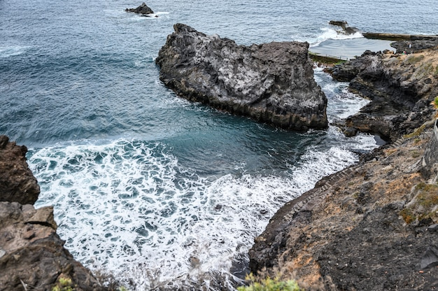 Paysage de la côte volcanique, océan atlantique. los gigantes, ténérife