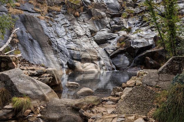 Paysage dans la cascade de calderon près de piornal estrémadure espagne