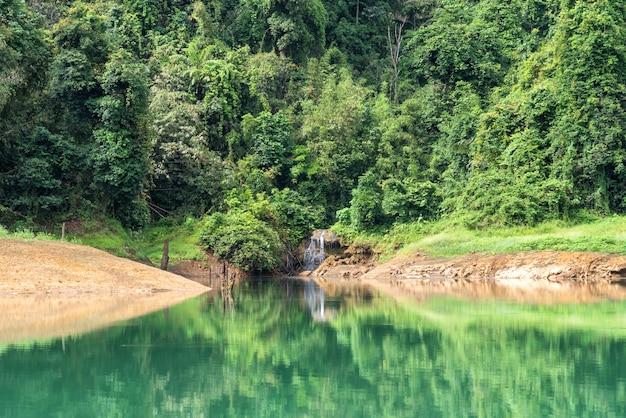 Paysage du lac emerald