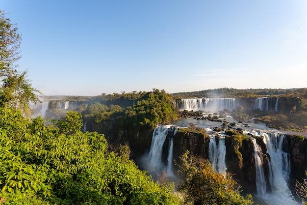 Paysage du parc national des chutes d'iguazu, argentine. site du patrimoine mondial. voyage d'aventure en amérique du sud