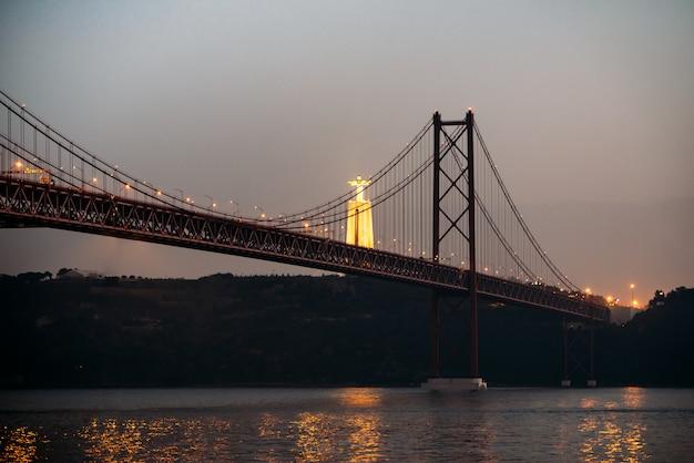 Paysage du pont du 25 avril et christ-roi à lisbonne, portugal