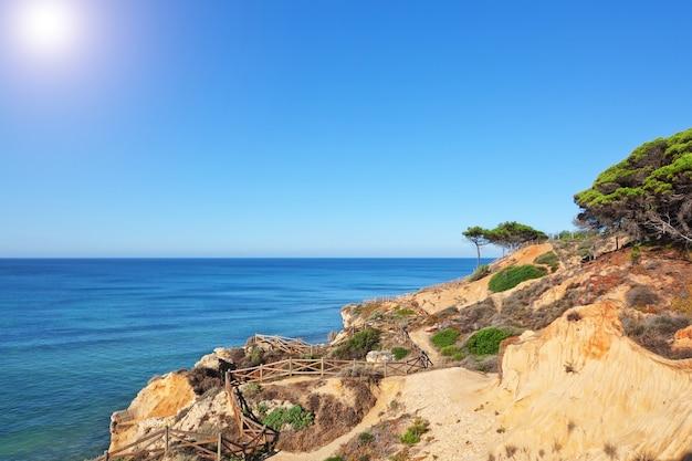 Paysage d'été magnifique sur la mer. le portugal.
