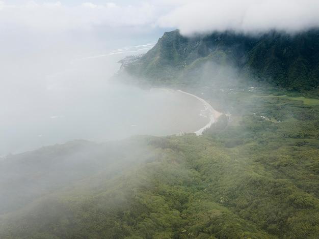 Paysage hawaïen à couper le souffle avec la mer