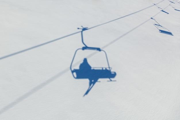 Paysage d'hiver dans la station de ski des montagnes de bukovel