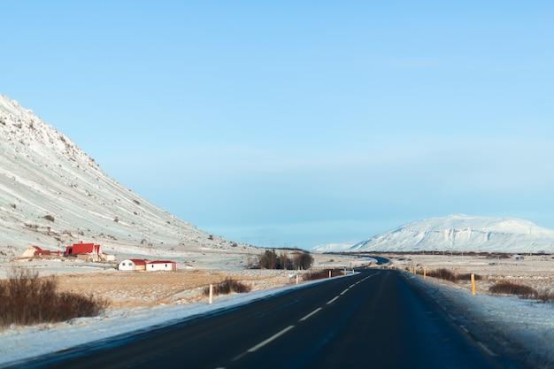 Paysage d'hiver pittoresque de l'islande.