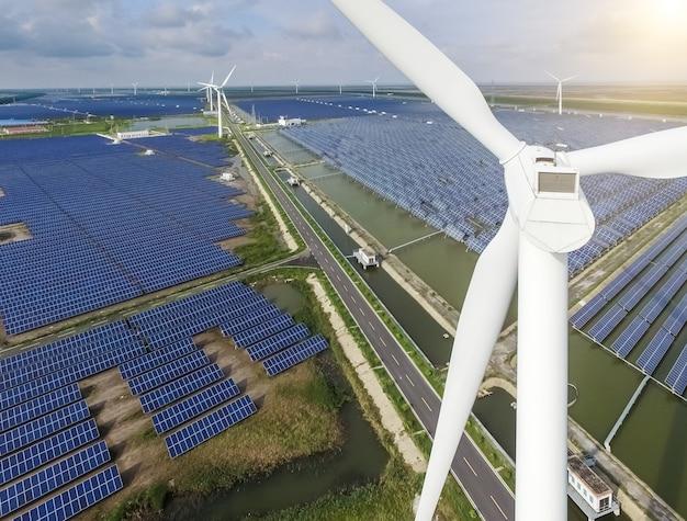 Paysage industriel avec différentes ressources énergétiques. le développement durable.