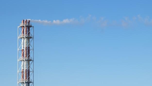 Paysage industriel urbain, pollution atmosphérique, émissions de smog