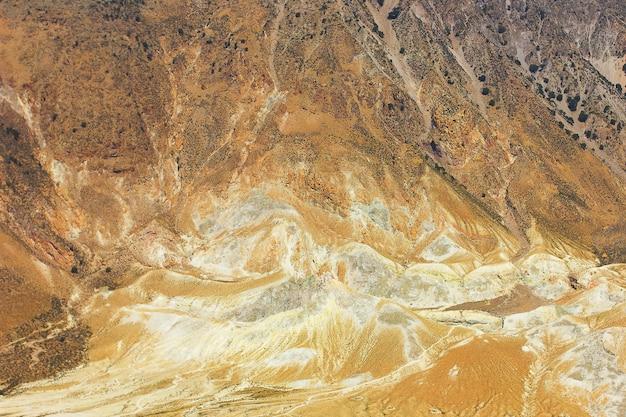 Paysage jaune du volcan nisyros
