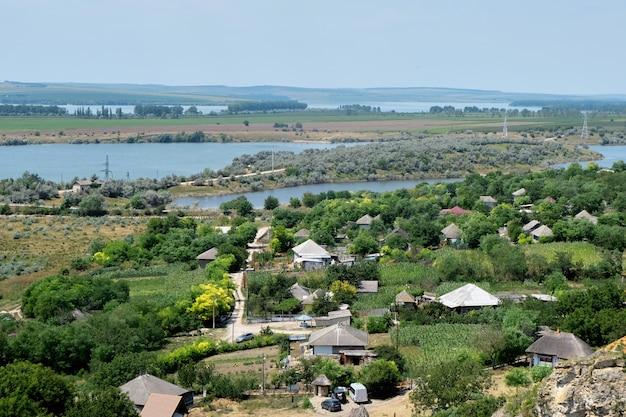 Paysage de lacs et villages
