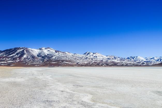 Paysage de la laguna verde avec le volcan licancabur, en bolivie