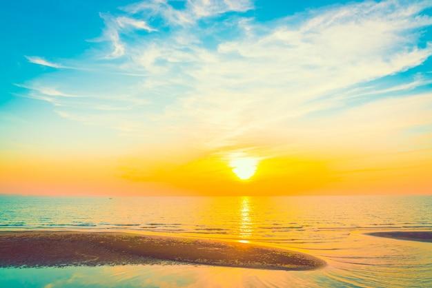 Paysage lever couleur blanche de la lumière du soleil
