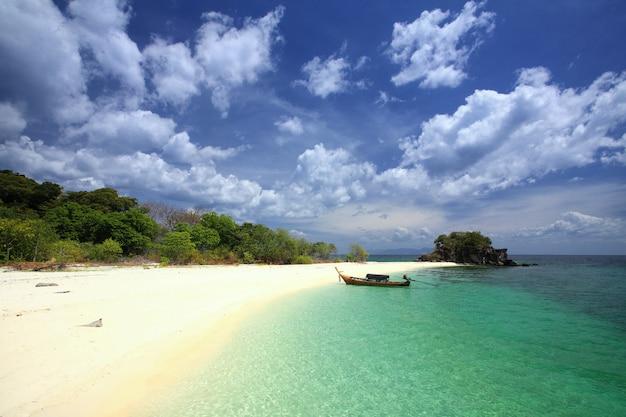 Paysage marin d'andaman à koh lipe, thaïlande