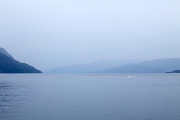 Paysage marin bleu paisible