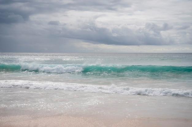 Paysage marin le long de la côte à bali