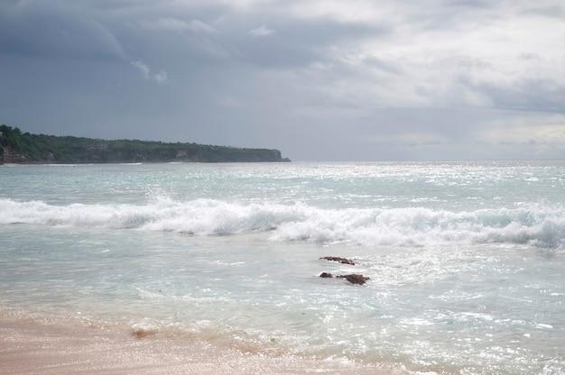 Paysage marin le long du littoral à bali