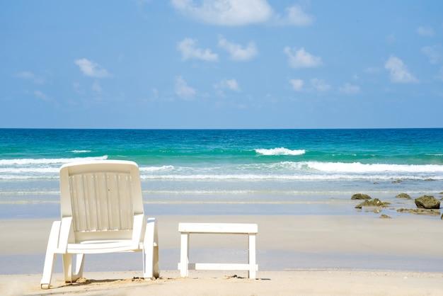 Paysage marin de la plage face à l'océan