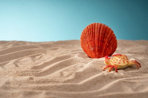 Paysage marin de sable, carte postale de vacances. animaux marins.