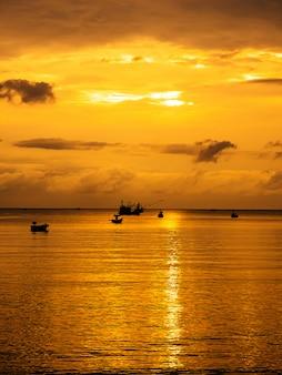 Paysage de mer au crépuscule, thaïlande