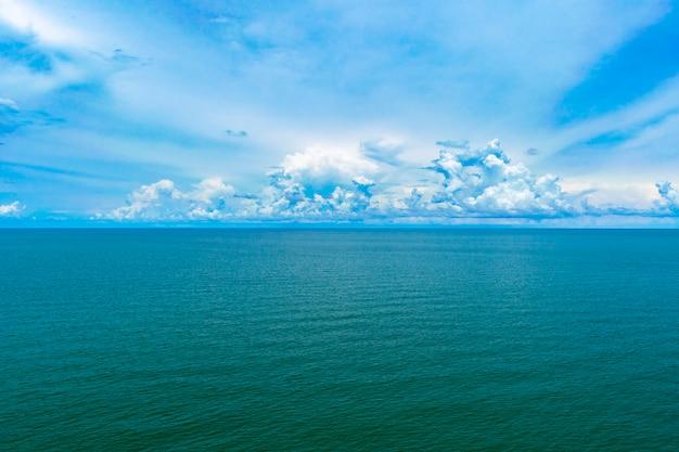Paysage de mer bleue personne jour.