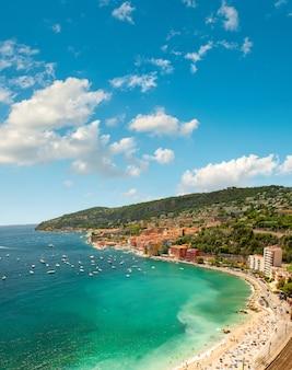 Paysage de la mer méditerranée. villefranche près de nice et monaco, côte d'azur, france