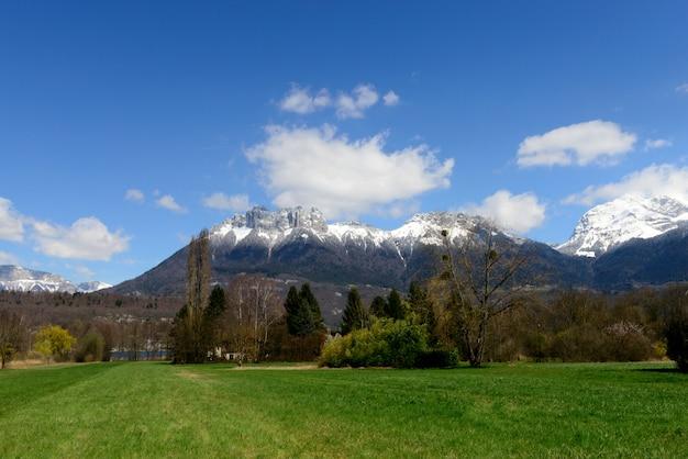 Paysage de montagne dans les alpes françaises