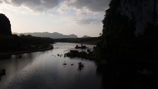 Paysage de montagne dans la province de krabi en thaïlande