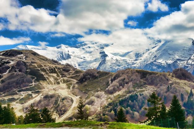 Paysage de montagne dans les pyrénées, france
