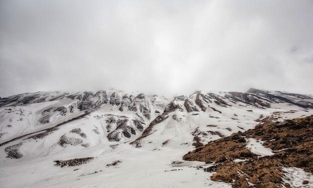 Paysage de montagne de l'himalaya dans le camp de base de l'annapurna