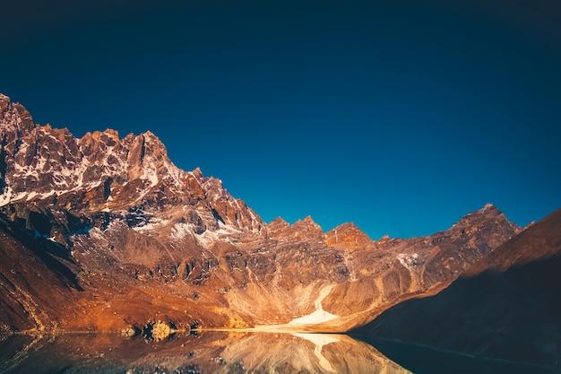 Paysage de montagne de l'himalaya