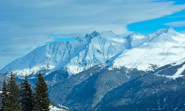 Paysage de montagne d'hiver. domaine skiable de kappl dans les montagnes du tyrol, autriche.