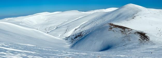 Paysage de montagne d'hiver (ukraine, monts des carpates, chaîne de svydovets).