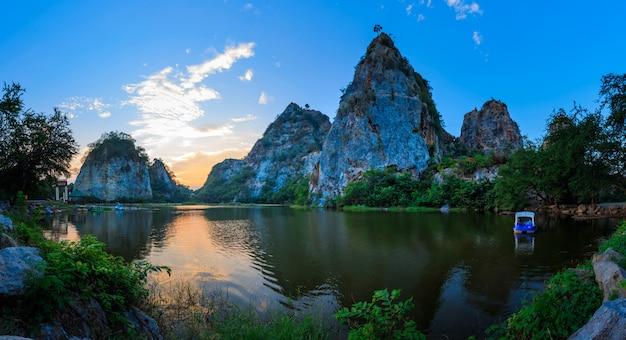 Paysage de montagne de serpent dans la province de ratchaburi, thaïlande