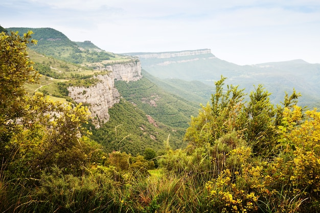 Paysage de montagnes catalanes. collsacabra